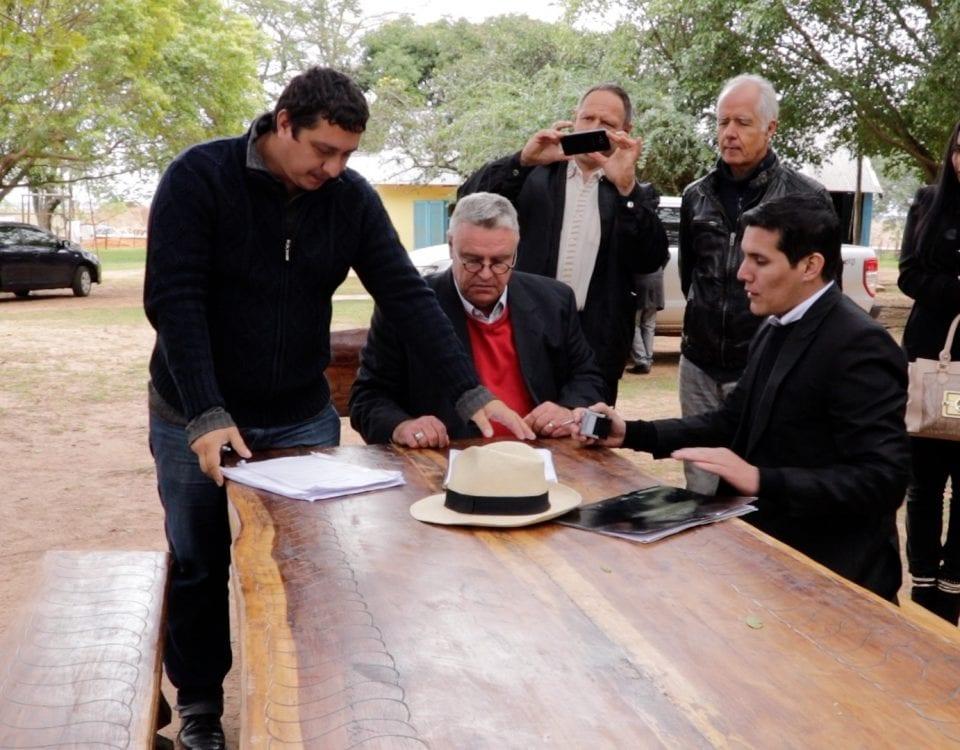 Unterschrift des Protokolls über die Wiederaufnahme des Tiefbaus